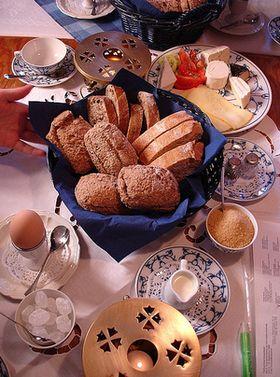 Foto Frühstückstisch mit Stift und Blatt