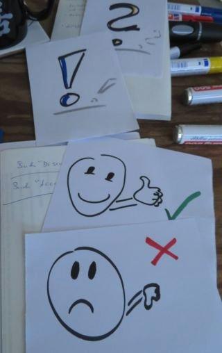 Vorbereitete Zettel mit Symbolen